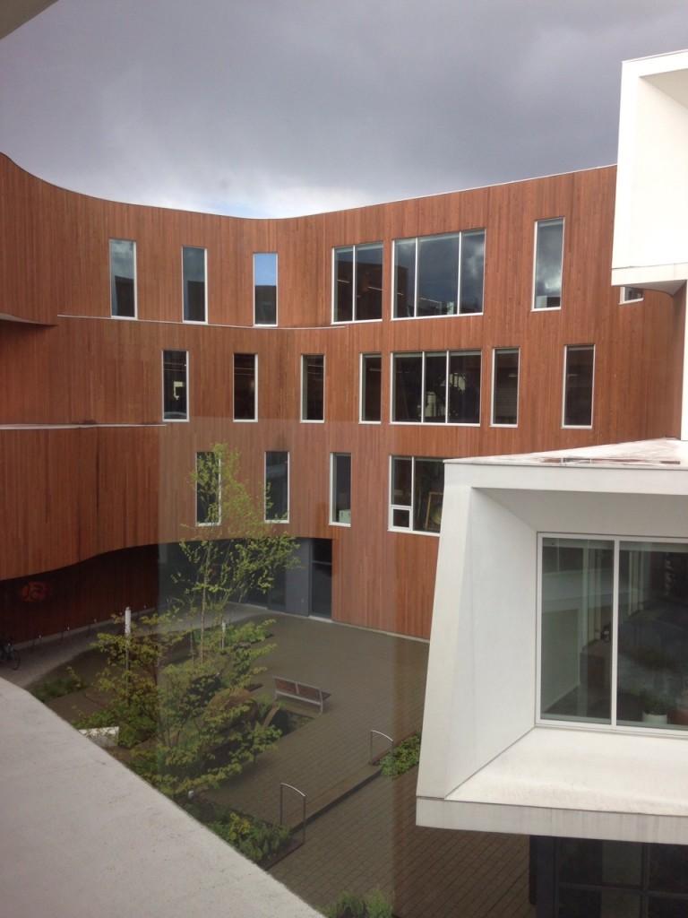 LIOS社 建物の外観